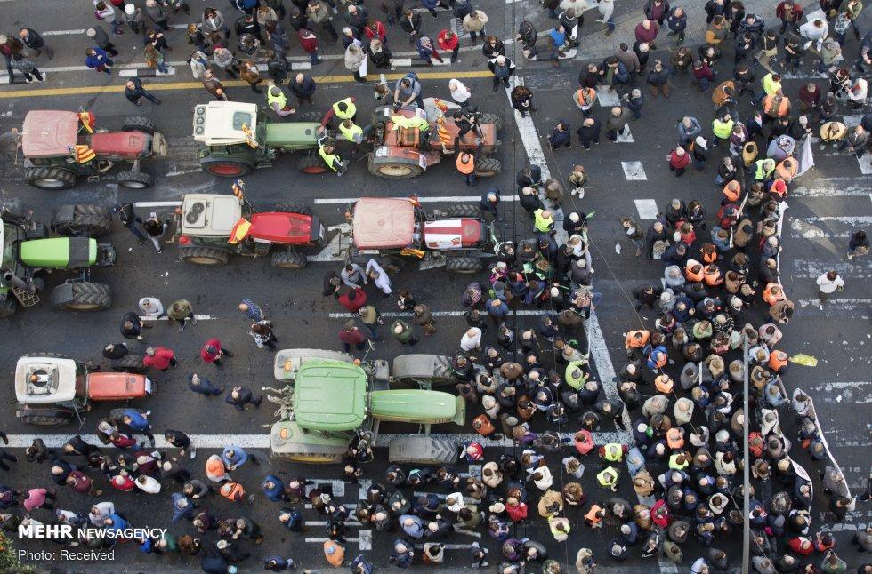 اعتراض کشاورزان با تراکتور در اسپانیا