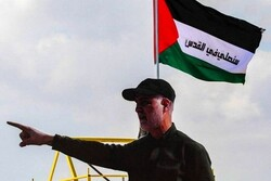 """الشهيد """"قاسم سليماني"""" يشير بإصبعه إلى الجليل.. دلالات قصف القواعد الامريكية في العراق مؤخراً"""
