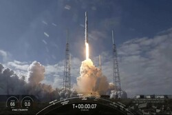اسپیس ایکس ۶۰ ماهواره اینترنتی به فضا برد