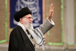 قائد الثورة الاسلامية: معاقو الحرب هم مضحون وشهداء أحياء