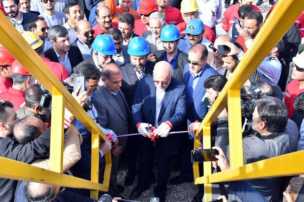Iran unveils domestically-made drilling rig