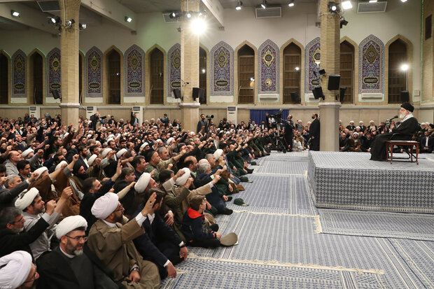 Leader receives people from East Azarbaijan province