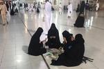 """النساء في السعودية تزاحم الرجال في """"بطولة الورق"""""""