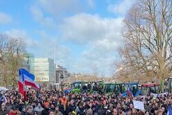 Hollanda'da binlerce çiftçi hükümeti protesto etti