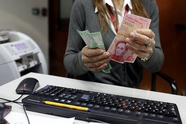 Bloomberg: Rusya, Venezüella için para basacak