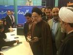 """الرئيس الإيراني الأسبق """"خاتمي"""" يحضر في حسينية """"جماران"""" للإدلاء بصوته"""