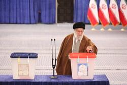 رہبر معظم انقلاب اسلامی نے اپنا ووٹ کاسٹ کیا