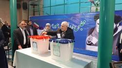 وزير الخارجية الإيراني يدلي بصوته في الانتخابات التشريعية