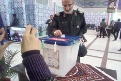 فرمانده سپاه ثارالله کرمان رای خود را به صندوق انداخت