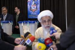 ایران میں انتخابات میں ووٹنگ کا سلسلہ جاری