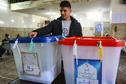 İran'da meclis seçimlerinin ikinci turu ertelendi