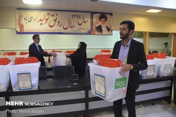 توزیع صندوقهای اخذ رای انتخابات در شهرضا