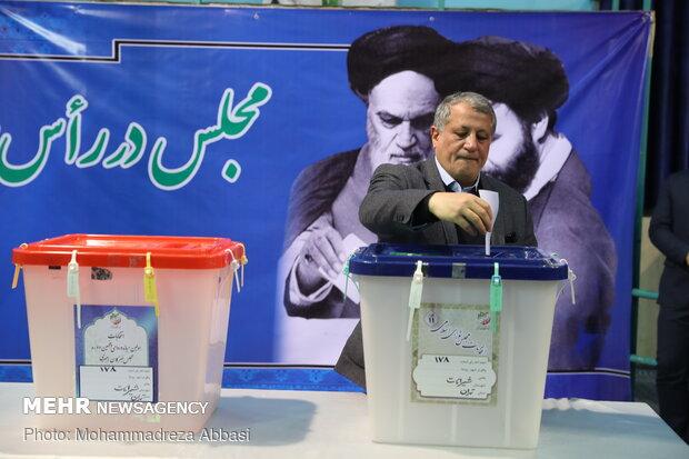 FM Zarif casts his vote in ballot box