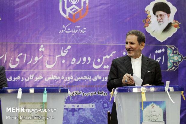 Pres. Rouhani casts ballot