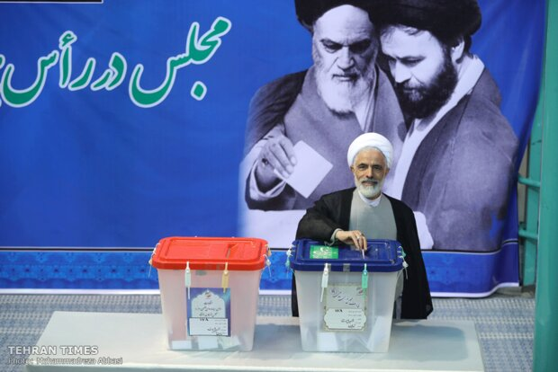 Top Iranian officials cast votes in early hours of election day