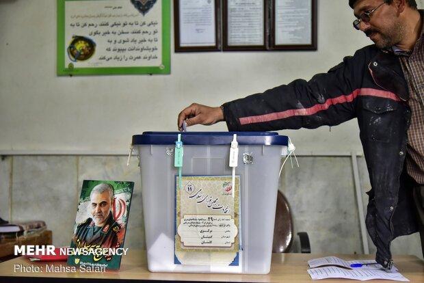صناديق اقتراع متنقلة لسكان مدينة كميشان المتنقلة