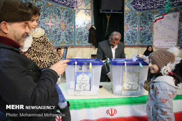 میزان مشارکت مردم اردبیل در ساعات پایانی انتخابات چشمگیر است