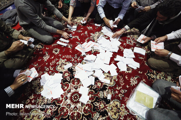 پایان رسمی اخذ رای در کردستان/شمارش آراء در شعبه های شهری آغاز شد