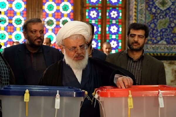 نماینده ولیفقیه در استان یزد رای خود را به صندوق انداخت