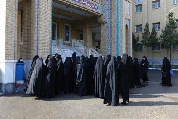 مدیریت ۴۲۰ حوزه علمیه خواهران برعهده خانمها است