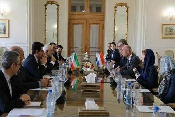 Zarif Hollanda Dışişleri Bakanı ile görüştü