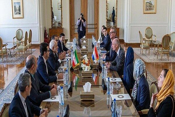 FM Zarif, Dutch counterpart discuss regional developments