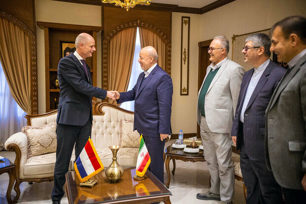 Dutch FM visits Isfahan, says ready to deepen tourism ties