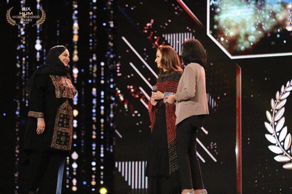 Iranian director Narges Abyar receives Pakistan's Women Leaders Award