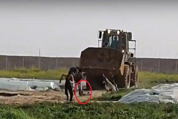 فيديو يظهر تنكيل الكيان الغاصب بجثة شهيد شرق خان يونس
