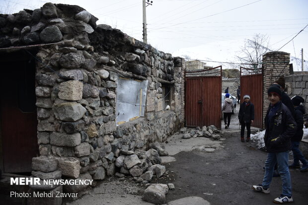 Damages to buildings in 5.7 quake in northwest Iran