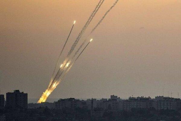 صواريخ المقاومة الفلسطينية تستهدف المستوطنات المحيطة بالقطاع