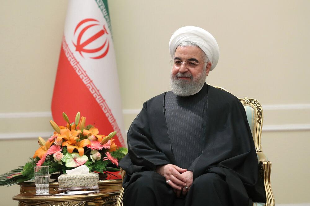 روحانی فرا رسیدن سال نو را به رهبر معظم انقلاب تبریک گفت