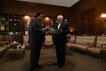 ظريف يتسلم نسخة من اوراق اعتماد سفير باكستان الجديد