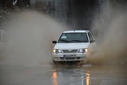 رگبار شدید باران و آبگرفتگی معابر در شمال و شرق اصفهان/ هوا گرمتر میشود