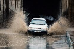 ہمدان میں شدید بارش کے بعد پانی سڑکوں پر کھڑا ہوگیا