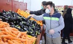افزایش مشتریان میادین میوه و تره بار در روزهای اخیر /آرامش و ثبات بر میادین میوه و تره بار حاکم است