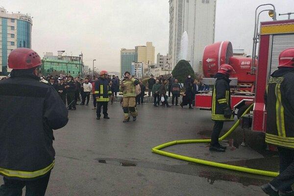 مهار آتشسوزی انبار آذوقه یک هتلآپارتمان در مشهد