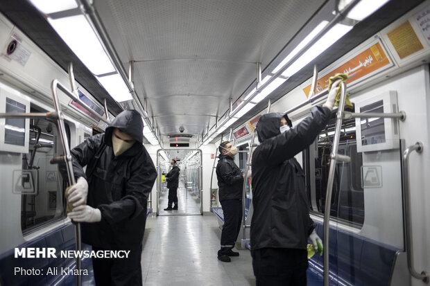ضدعفونی و شستوشوی واگنهای مترو برای مقابله با ویروس کرونا در تهران