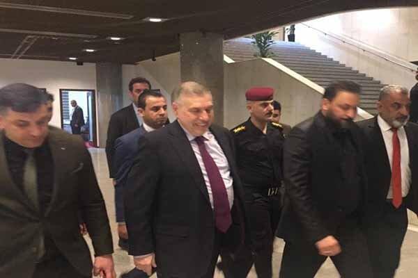 ورود علاوی به پارلمان عراق همزمان با اخباری درباره تعویق جلسه