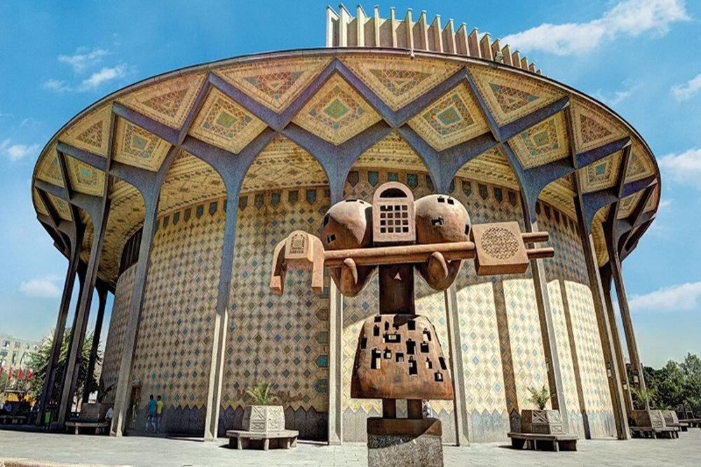 سارقان در کمین کلید «فرهاد قفلزن»/ مجسمه «تئاتر شهر» بیکلید شد!