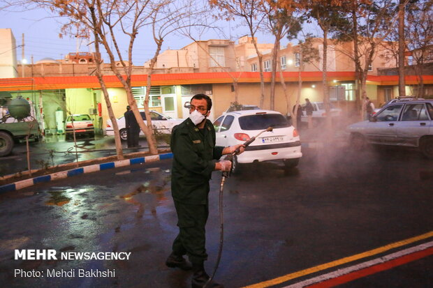 İran'da koronavirüsle mücadele kapsamında dezenfekte çalışması sürüyor