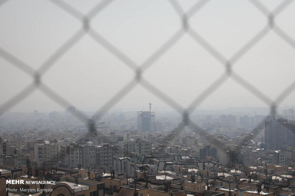 آلودگی هوا ادارات اراک را تعطیل کرد/امتحانات آنلاین برگزار میشود