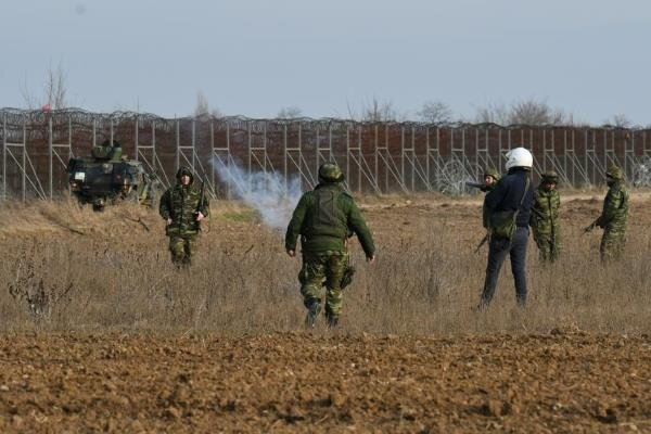 VIDEO: Clashes erupt between refugees and Greek Army on Turkish borders