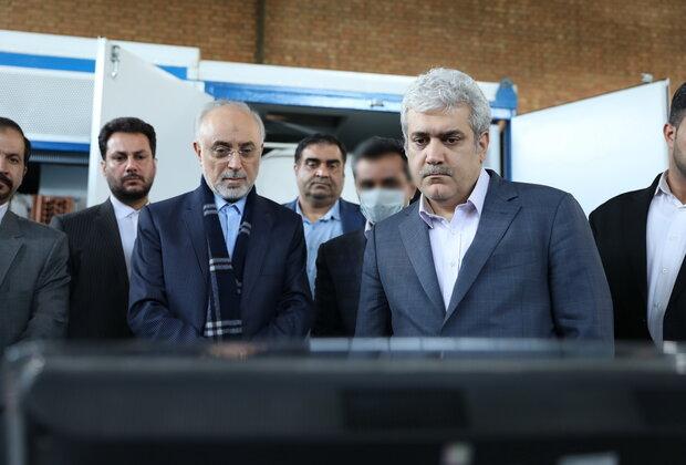 رئيس منظمة الطاقة يزيح الستار عن أول جهاز صناعي لاستحصال مياه الشرب من الهواء في إيران