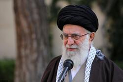 رہبر معظم انقلاب اسلامی نے دو پودے زمین میں کاشت کئے