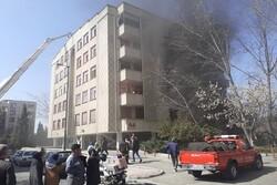 ۴۰ نفر در آتشسوزی ساختمان شهرک صدرا گرفتار شدند