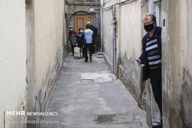 İran'da koronavirüse karşı halkın arasında Sağlık Malzemeleri Paketi dağıtılıyor