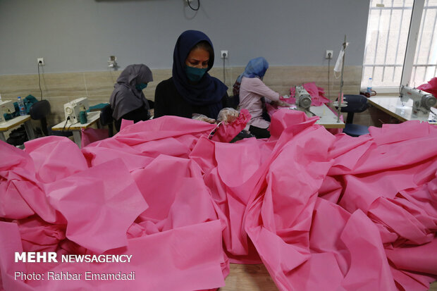 Workshop for producing face mask and hygienic clothing in Bandar Abbas