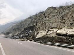 ۲ محور ارتباطی در مازندران به دلیل ریزش کوه مسدود است