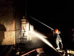 کارخانه تصفیه روغن قروه در آتش سوخت/آسیب دیدگی پرسنل آتش نشانی